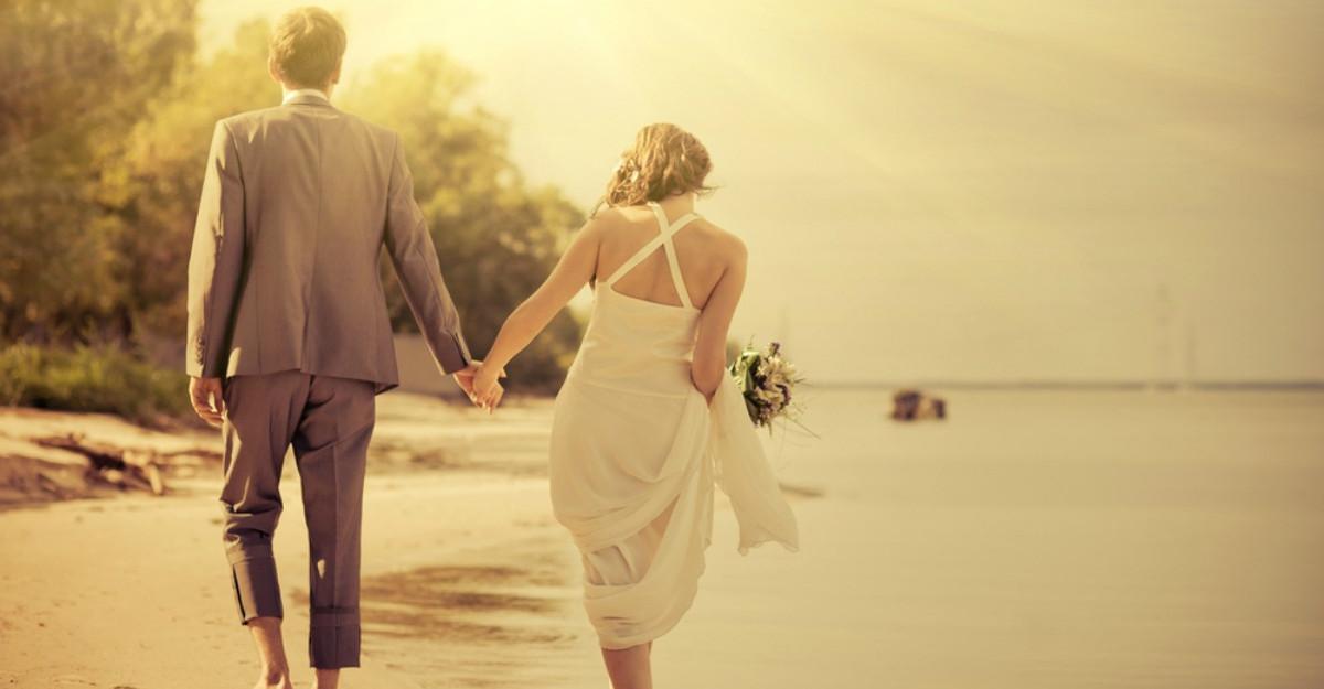 La 9 ani de la nunta, acest cuplu a gasit un cadou inca nedeschis
