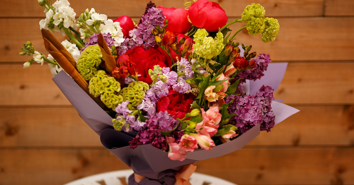 Poza 6 din 6 baiatul cu flori