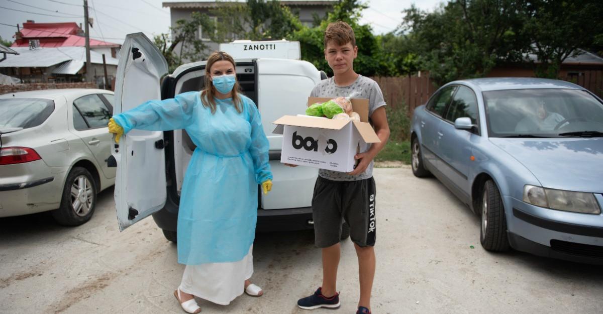 100.000 de porții de mâncare gătite de echipa de bucătari voluntari condusă Chef Adi Hădean pentru Solidar Social