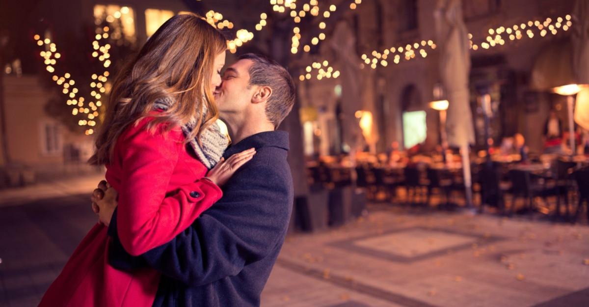 Cum influenteaza atasamentul intimitatea in relatiile de cuplu?