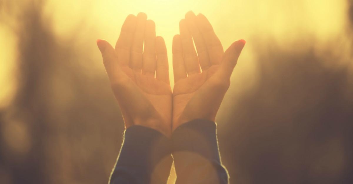 8 Mantre simple pe care sa ti le spui in aceasta toamna pentru a elimina stresul si a creste vibratia pozitiva