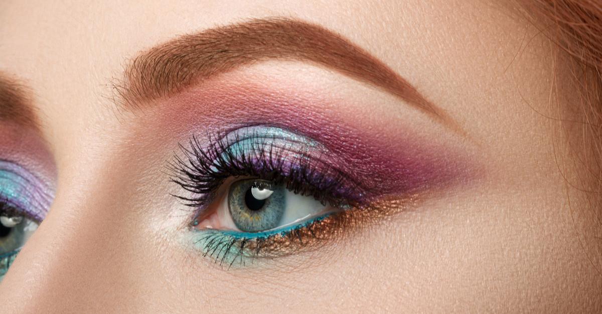 Primăvară în culori puternice: 3 farduri de pleoape care îți vor scoate ochii în evidență