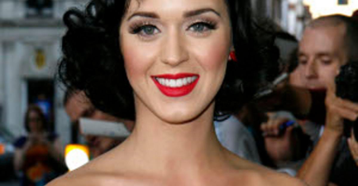 Video: Katy Perry, in cea mai penibila situatie