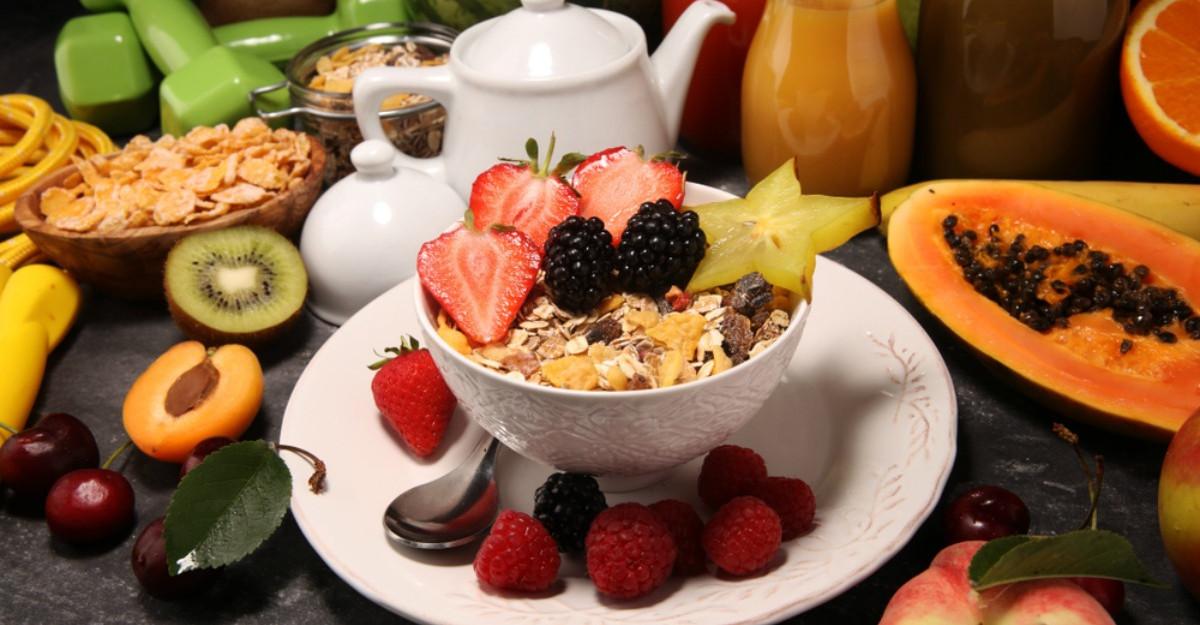 Ce alimente nu trebuie să lipsească din meniu la micul dejun?