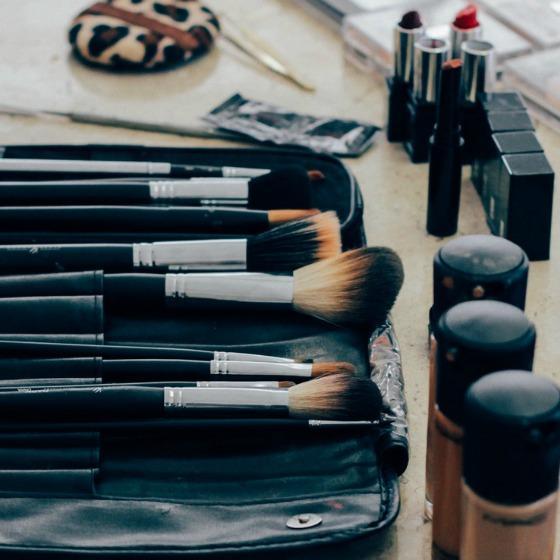 Cum sa iti tii trusa de cosmetice organizata?