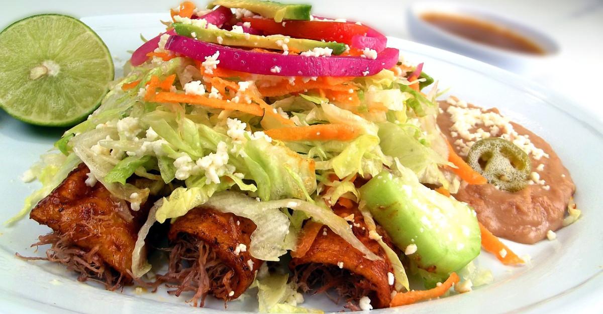 Enchilada cu fasole neagra, varianta simpla si reinterpretata: Pranzul hranitor pe care-l vei adora