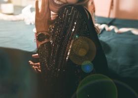 Rochii de seară cu aplicații prețioase pentru ocazii speciale și ceremonii