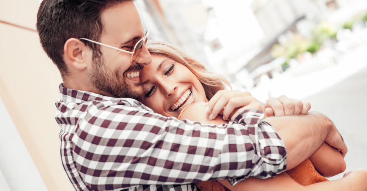 Cinci semne că el crede în relația voastră și în tine