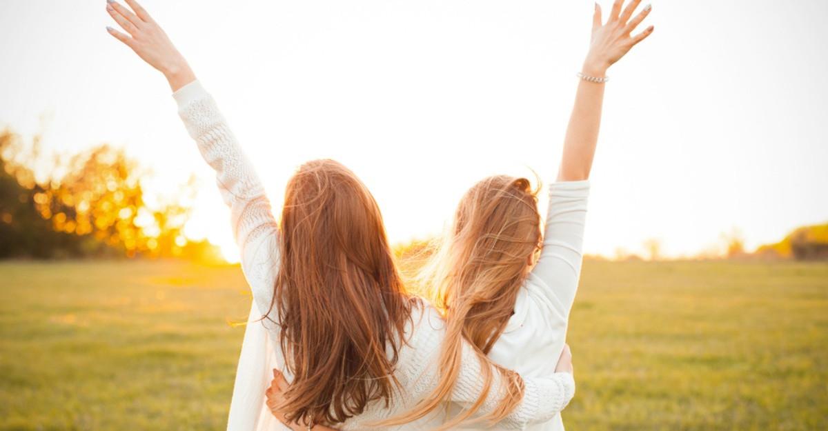 Un prieten adevarat este un suflet care te iubeste cand tu uiti sa te iubesti