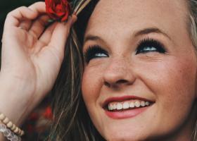 Machiaj care accentuează ochii: cum faci un make up pentru o privire intensă