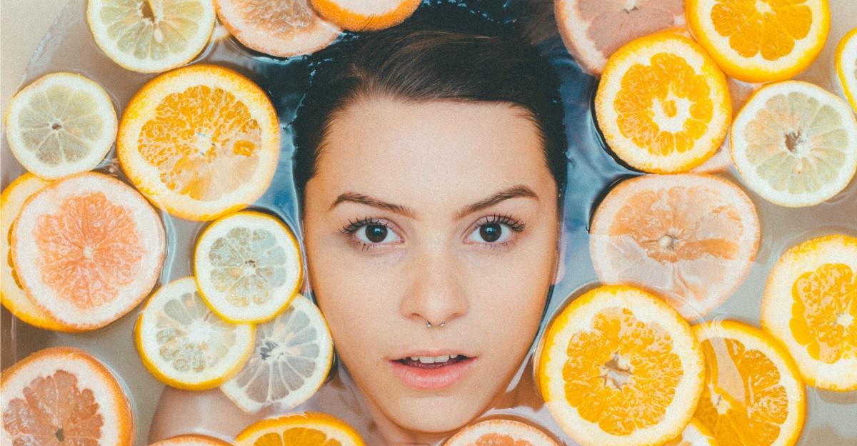 Acordă mai multă atenţie pielii tale! Foloseşte Bio-Oil pentru îmbunătăţirea aspectului cicatricilor şi a vergeturilor!