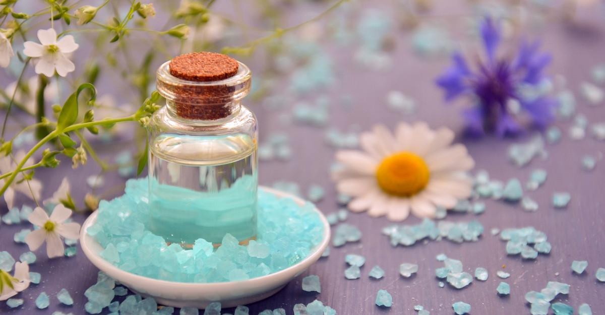 5 uleiuri esențiale pe care să le incluzi în rutina ta de îngrijire a pielii