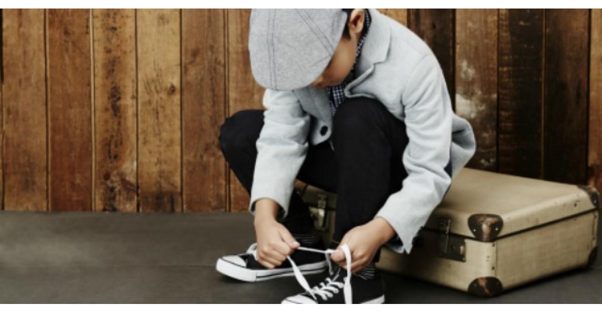 Un baietel si-a rugat educatoarea sa il ajute sa se incalte cu cizmele. Ce a urmat?