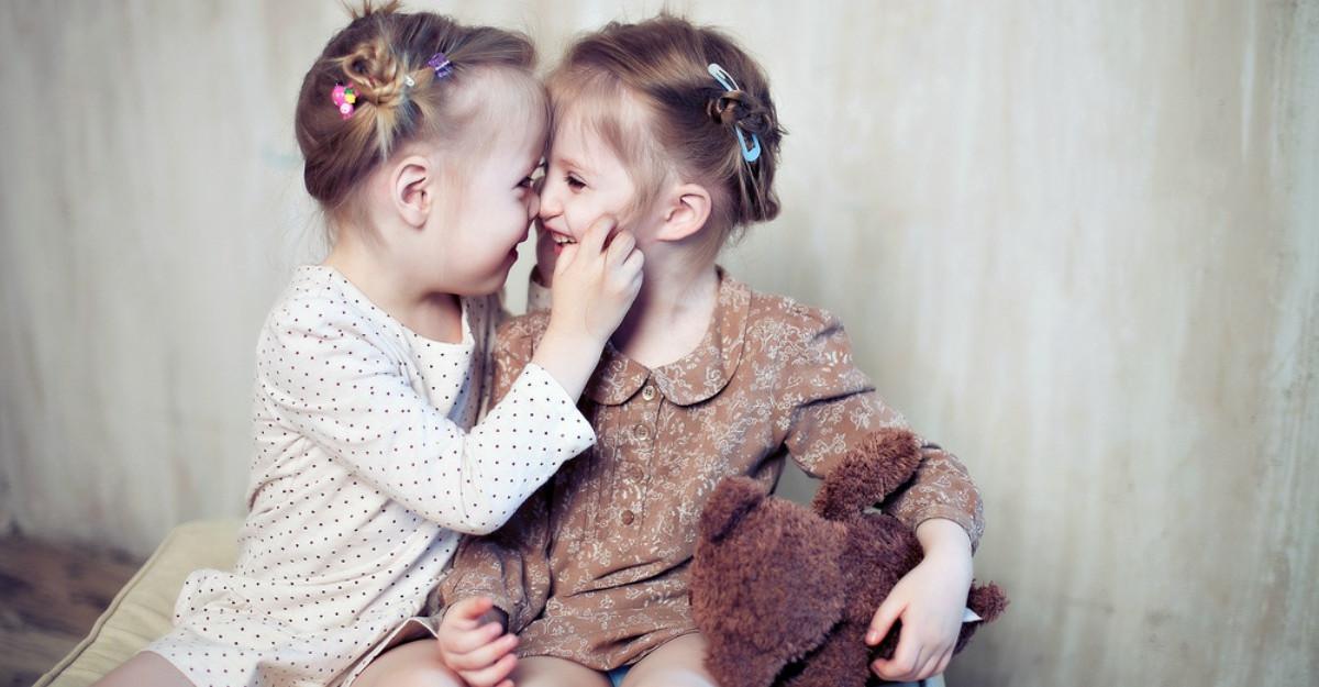 9 Motive pentru care sa fii recunoscatoare ca ai o sora