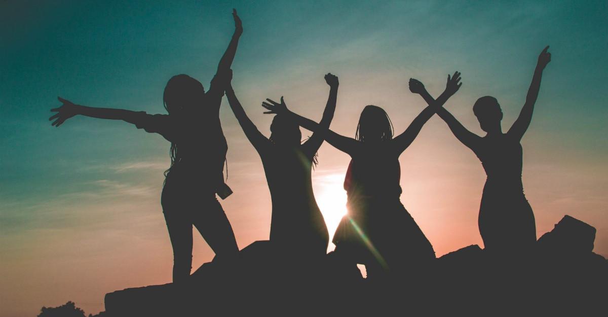 3 tipuri de prietene pe care este bine sa le ai pana la 40 de ani