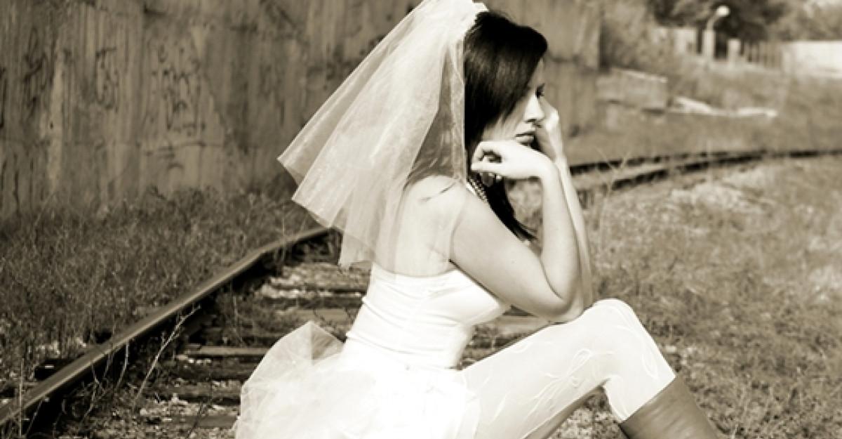 3 nunti si-o domnisoara de onoare: Blestemul fetei batrane