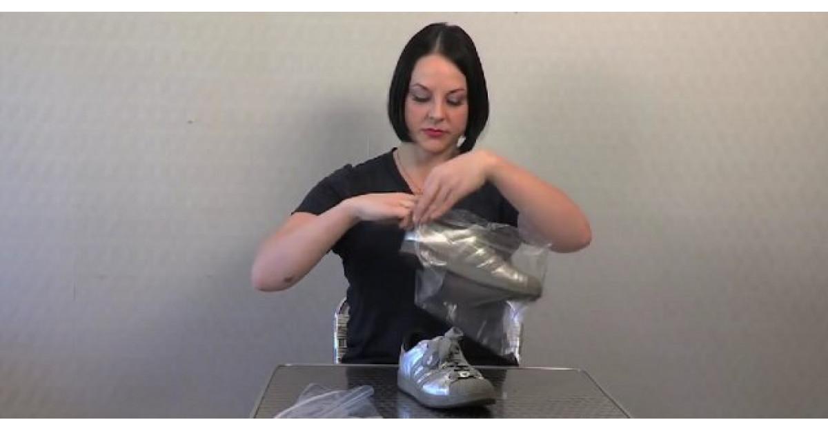 Video: Pune pantofii intr-o punga care se inchide ermetic. Motivul? Trebuie sa incercam si noi!