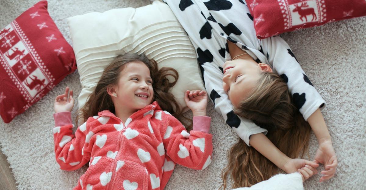 Pijamale pentru copii: 5 seturi simpatice și colorate
