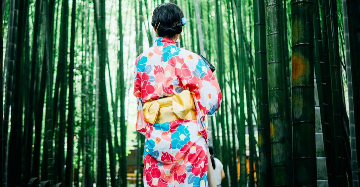 Rochia tip halat kimono: inspira-te din stilul nipon practic si minimalist!