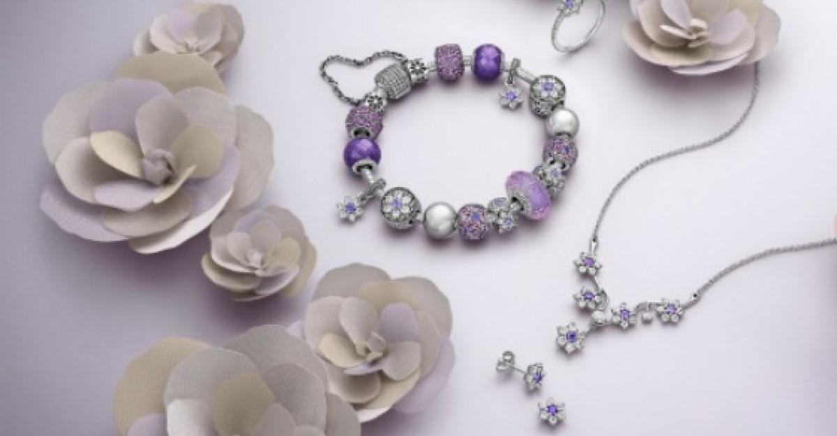 Amintiri pretioase si flori de Nu-Ma-Uita in noua serie de bijuterii Pandora