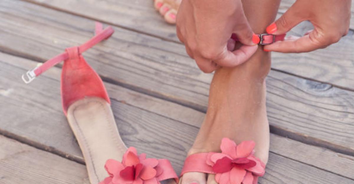 Incaltamintea de vara, cu talpa joasa, poate afecta structura piciorului