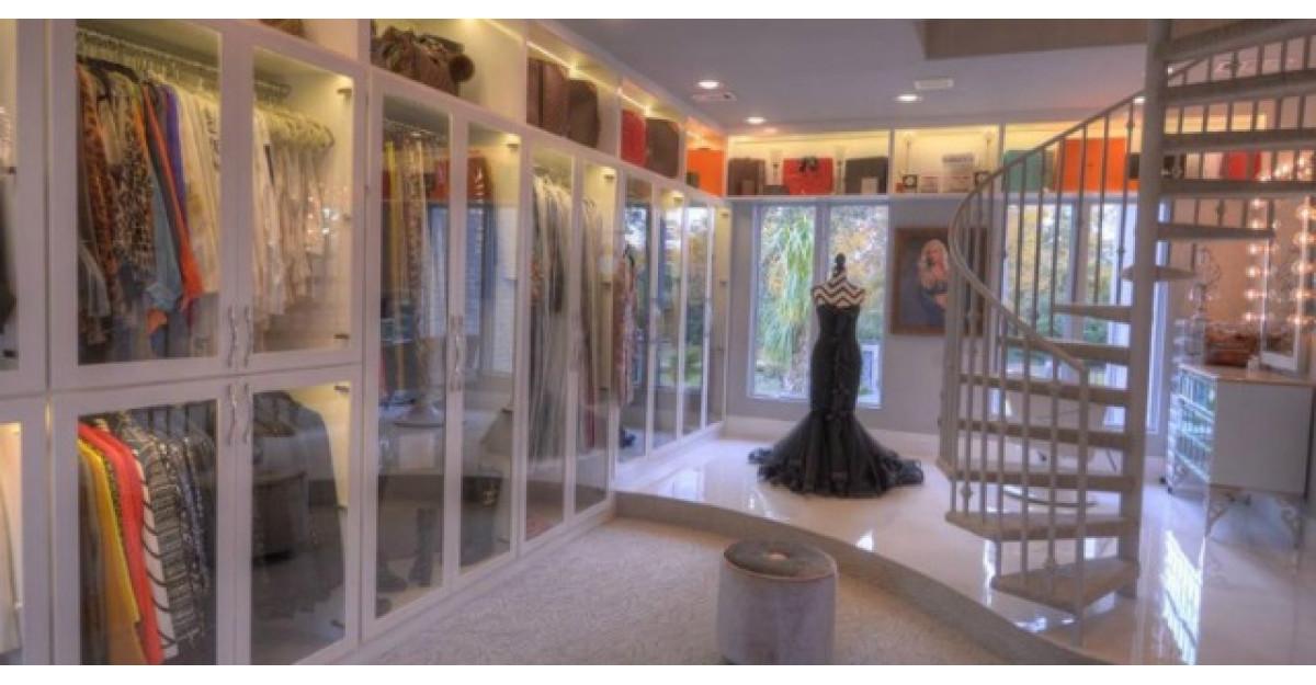 Dressingul acestei femei este mai mare decat un magazin. Iata cum arata!