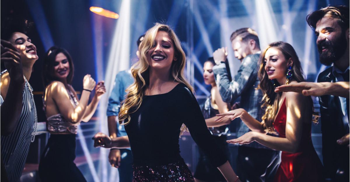 10 melodii românești care te binedipsun instantaneu