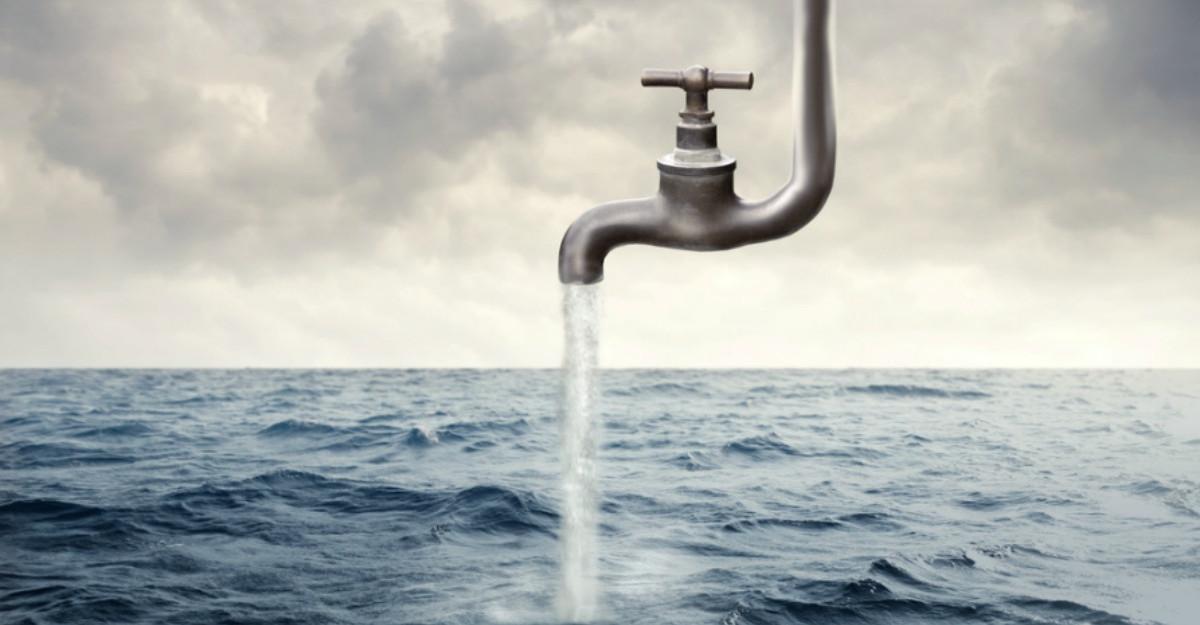Pilda paharului cu apa, cea mai importanta metafora care va schimba modul in care gandesti