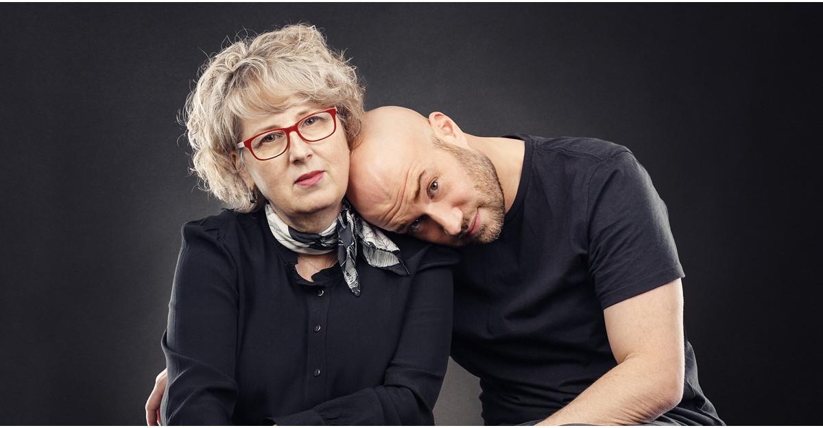 Mihai Bendeac și Emilia Bendeac lansează cartea autobiografică Jurnalul unui Burlac. Conversații cu mama