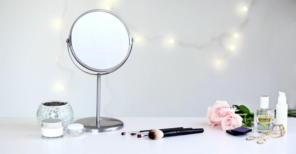 Oglinda, oglinjoara: ce oglinda cosmetica sa alegi pentru coltul tau de infrumusetare
