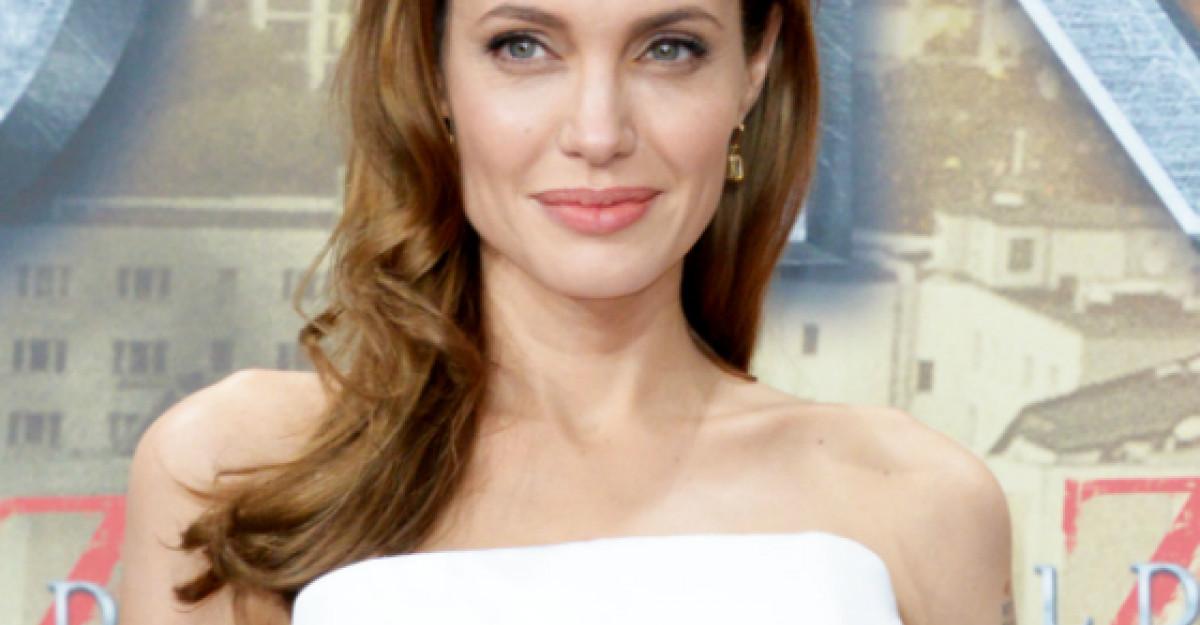 Foto Angelina Jolie: Rochia care o ajuta sa para perfecta
