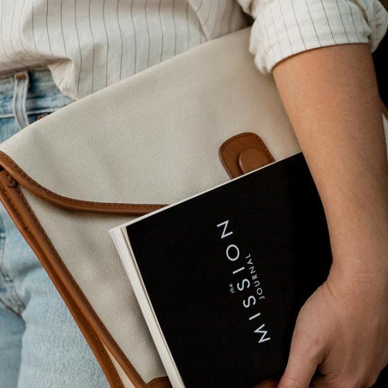 Geanta-plic stil servietă este noua modă la birou și la școală!