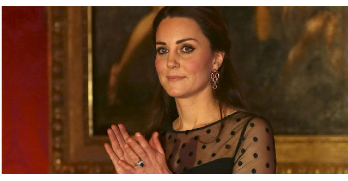 Foto: Kate Middleton, complet GOALA si cu burtica la vedere