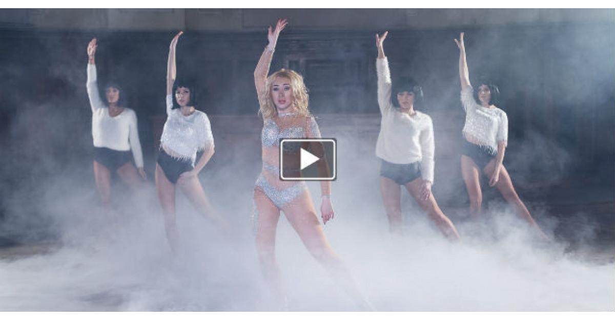 Video: Xonia se transforma in Britney Spears in noul videoclip