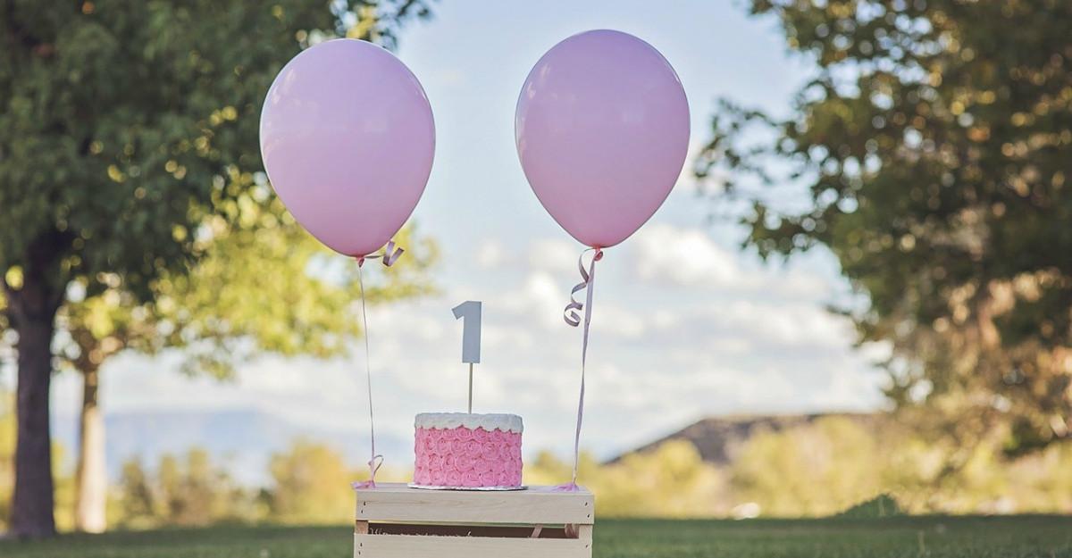 Cum să organizezi prima aniversare a copilului