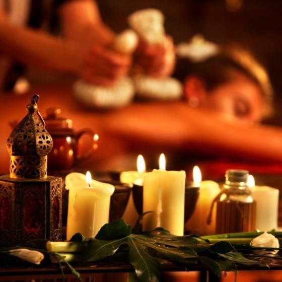 Uleiuri erotice de masaj pentru o noapte de... bis!