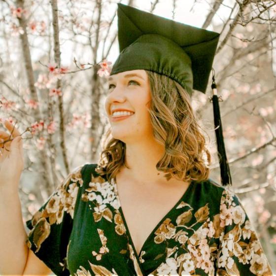 Ce să porți la festivitatea de absolvire: 4 idei de ținute sobre, dar cool