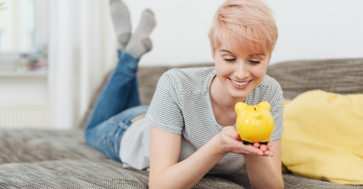 Cum să obții independența financiară fără să îți dai peste cap bugetul - 4 sfaturi utile
