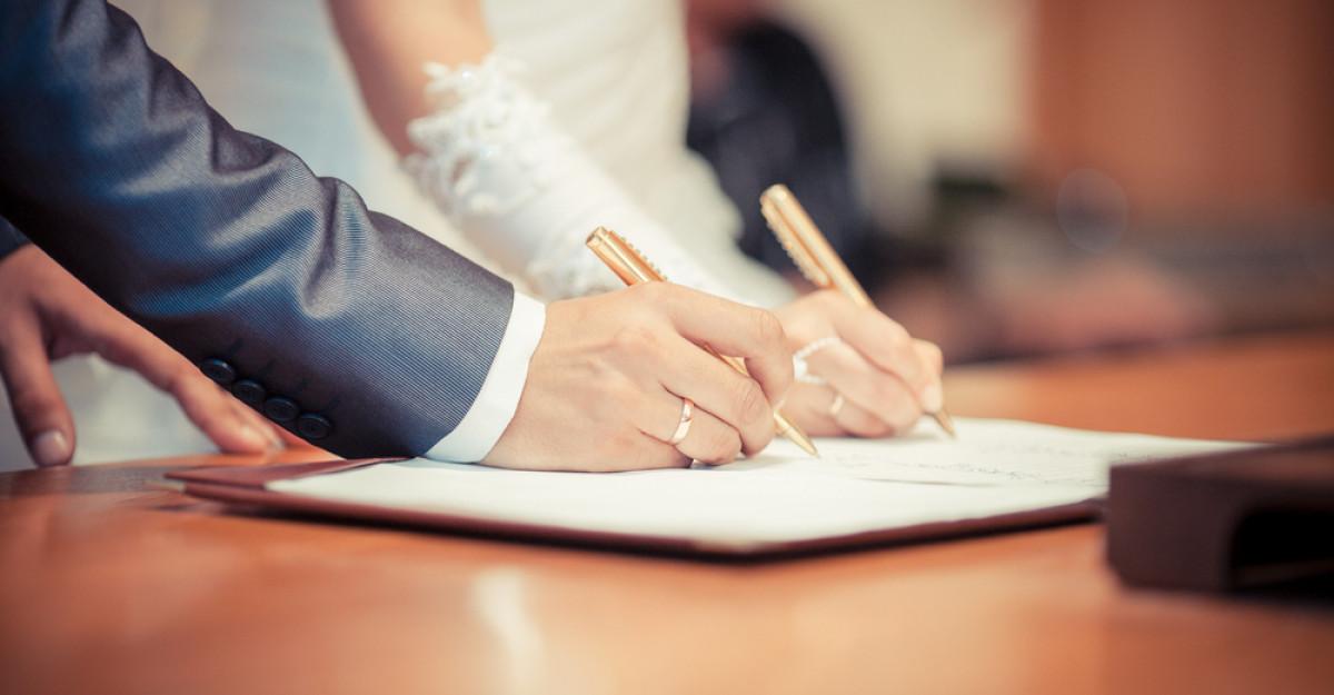 Se mai poate schimba numele dupa casatorie