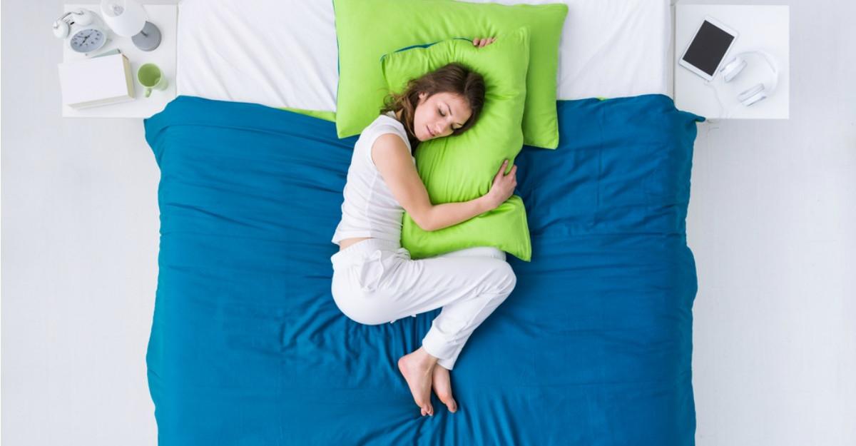 Care este pozitia corecta de somn?