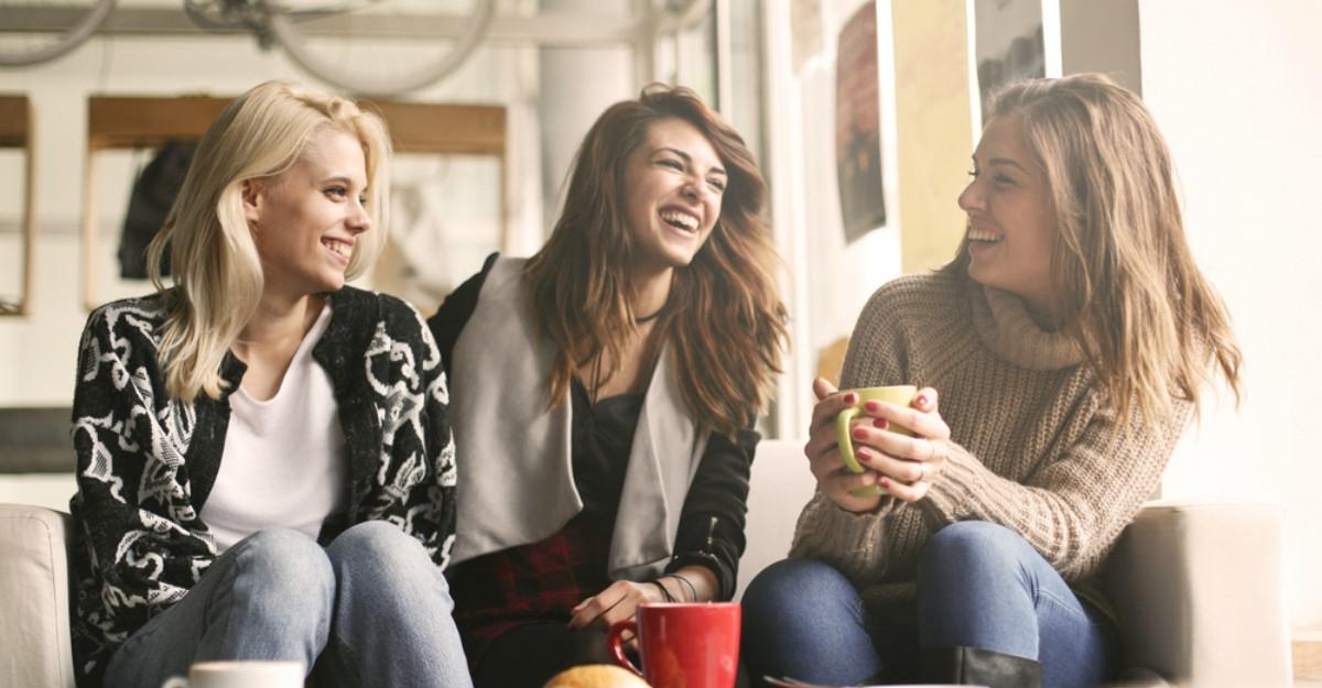 4 activitati constiente pe care le poti face cu prietenele tale: Legatura dintre voi va fi mai puternica!
