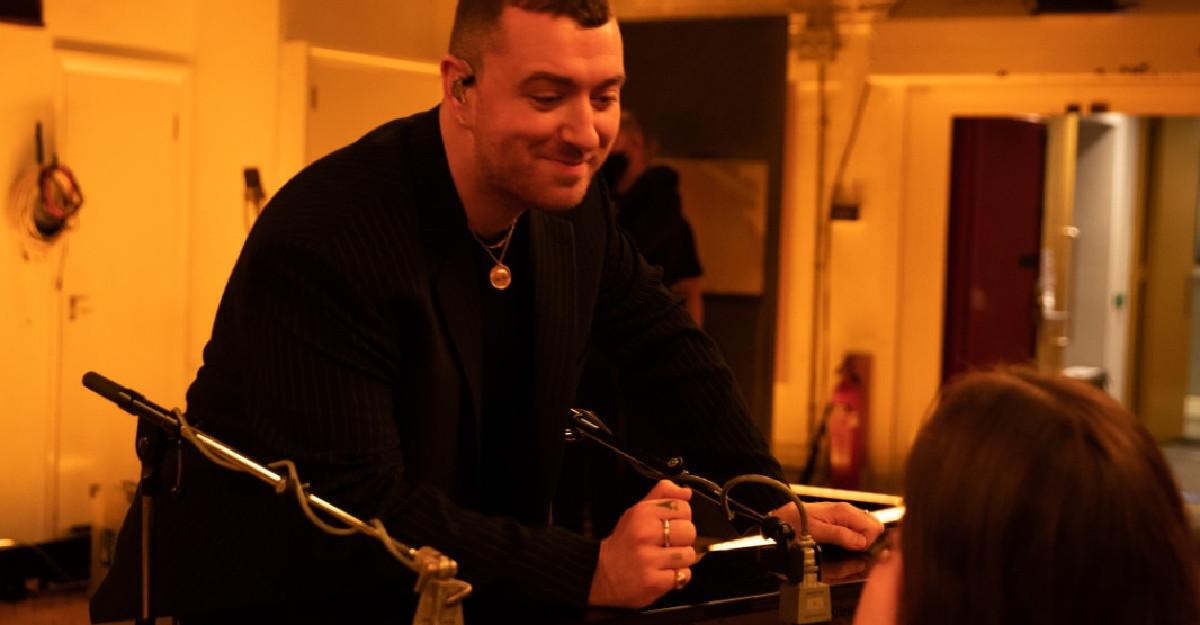 Sam Smith lanseaza albumul Love Goes, in varianta live, de la Abbey Road Studios