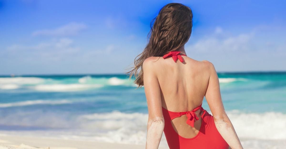 Cum sa ascunzi imperfectiunile pe plaja: costum de baie modelator