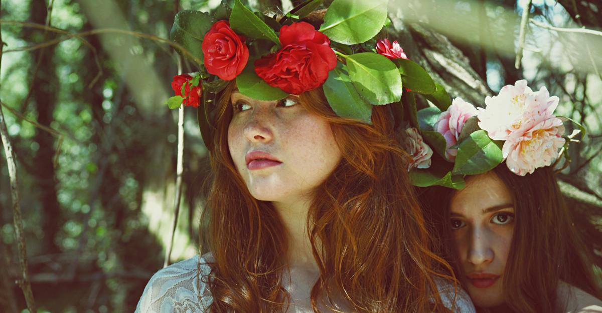 Coronita cu flori - accesoriul de cap al verii