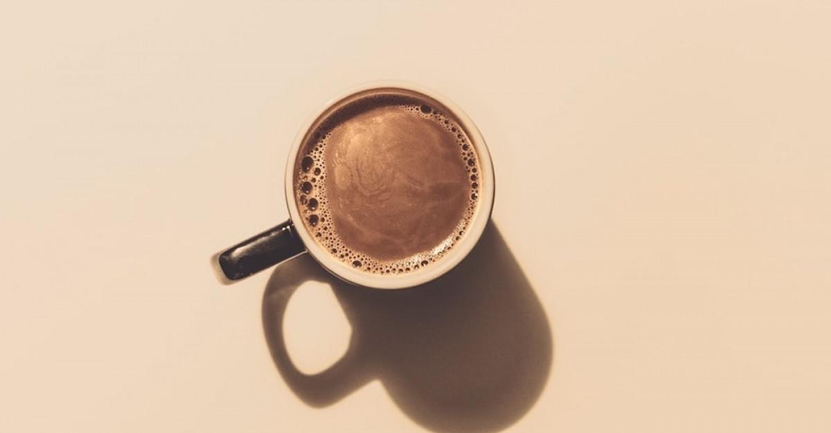 Încă un studiu arată că nu e recomandat să bem cafeaua înainte de micul dejun
