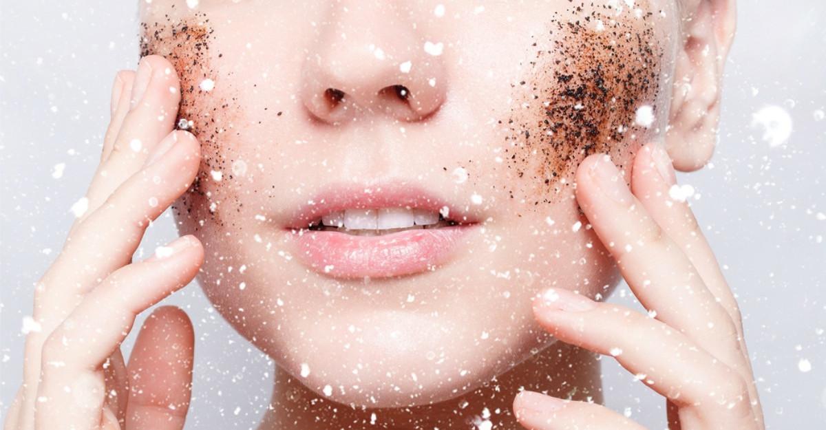 3 scruburi faciale pe care le poti prepara acasa pentru un ten vizibil intinerit