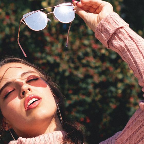 De ce să porți ochelari de soare și iarna: 3 variante super-șic de sezon