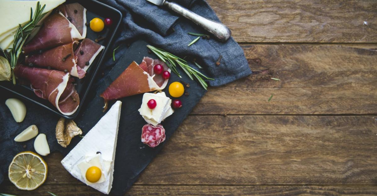 Esti la dieta, dar te incearca poftele? Afla ce alimente sanatoase poti consuma fara sa te afecteze