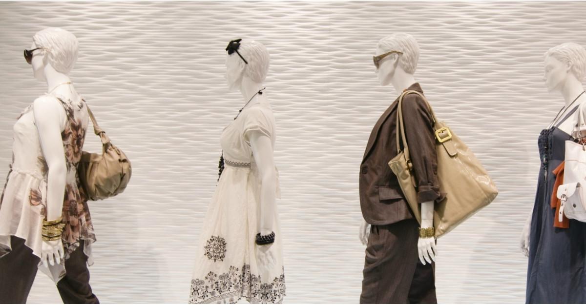 Cămășile Pineberry și accesoriile Laura Olaru la Designers Boutique din București Mall