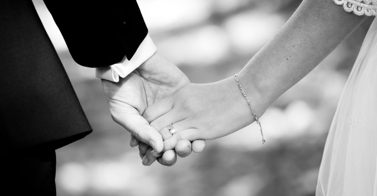 Romanii se casatoresc mai tarziu si divorteaza mai greu